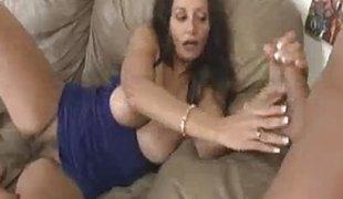 brunette milf sædsprut handjob runking tugjob