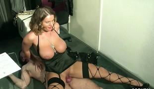 brunette hardcore milf store pupper blowjob lingerie strømper stor kuk tysk doggystyle