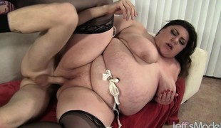 Curvy Bella shoves a big dick down her throat and then wildly fucks it