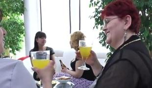 lesbisk milf hårete cunnilingus gruppesex