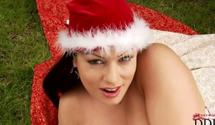 Milf Aria Giovanni with large bottom and shaved twat cant live a day without taking dildo in her bush