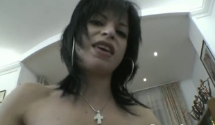 Chica Albertina needs no thing but her mans hard ram rod in her mouth to be gratified