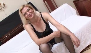 blonde milf strømper