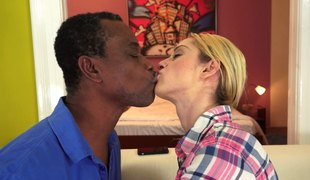 naturlige pupper langt hår hardcore blowjob sædsprut facial fingring fitte interracial fitte slikking