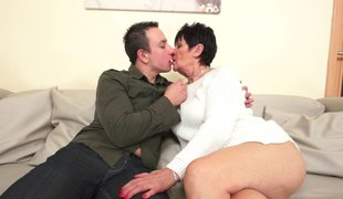 Short-haired brass gives a oral and receives bonked with passion
