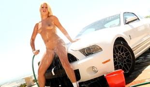 blonde utendørs små pupper erotisk striptease