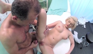 Roxy in Medical student receives her first anatomy lesson - FakeHospital