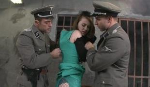 european brunette anal hardcore dobbel penetrasjon blowjob sædsprut facial trekant squirt