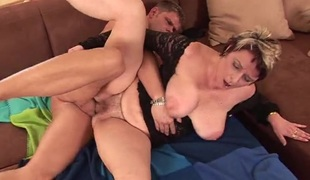 Dick drilling a unshaved aged slut in her hot box