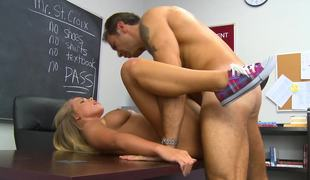 A blonde widens her open and she gets her pussy licked in the classroom