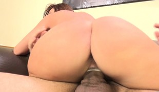 Britney Amber vibrates her clitoris while fucking and chews on his knob