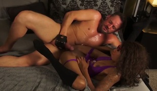 Well-stacked porn diva September Reign gags on palpitating love wand of horny dude