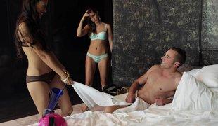 hvit oral amerikansk slikking gruppe blowjob lingerie kone husmor trekant