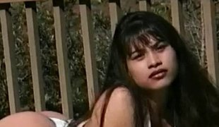 langt hår lesbisk asiatisk bikini