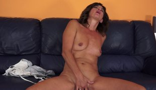 Smutty mature doll sucks that biggest wang in a close up shoot