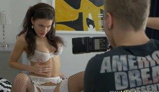 brunette langt hår hardcore slikking store pupper blowjob lingerie strømper fitte russisk