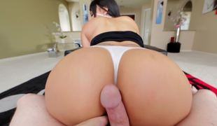 Big-buttied Latin babe can hypnotize any fellow with her olied ass