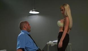 brunette blonde milf store pupper blowjob trekant uniform