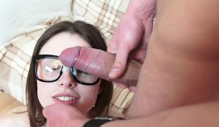 brunette hardcore blowjob sædsprut facial hd