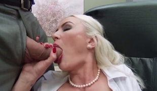 Gigi Allens sucks like a 1st rate bitch in steamy oral act with Ramon