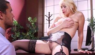 blonde hardcore slikking store pupper pornostjerne strømper fitte titjob kontor par
